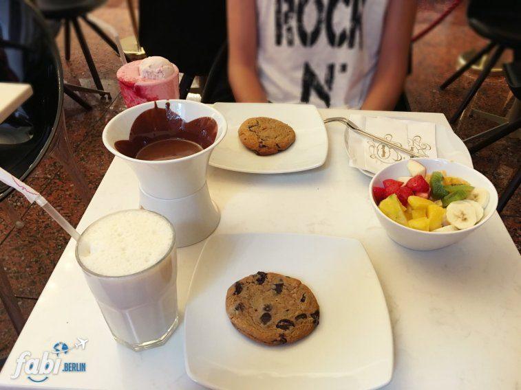 Cookie and Milkshake at Häagen-Dazs
