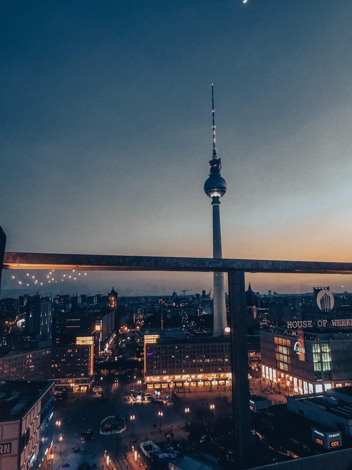 Rooftop club bar berlin house of weekend